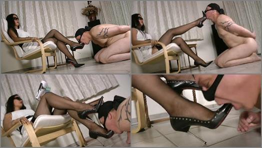 Foltern - Foot Goddess Leyla – SuckItDeepAsYouCan