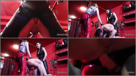 Mistress Iside  DOUBLE STRAPON PENETRATION  preview