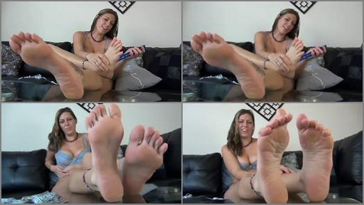 Toes fetish – AMAZON VANESSA LOVES HAVING BIG SIZE 12 FEET