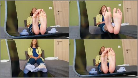 Soles fetish – Grace Socks and feet