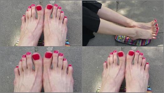 Big feet – Grace's long toes