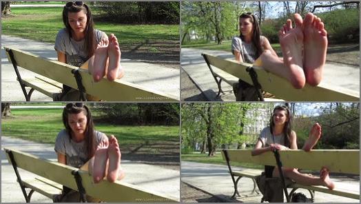 Big soles – Hania in the park 2