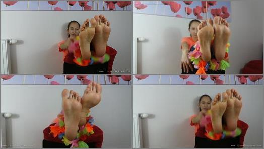 Shiny soles – I Love Long Toes – Stopy i kwiaty (feet and flowers)