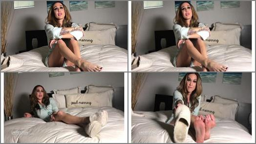 Lindsey Leigh  stinky slippers preview
