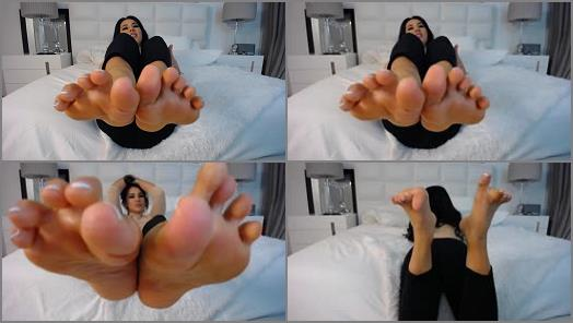 Makayla Divine  foot fetish pt 1 preview