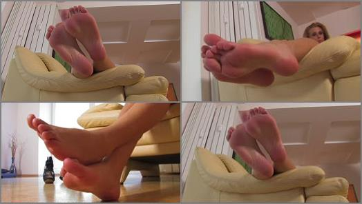 Noemis World  Audra shows her wide sexy soles preview