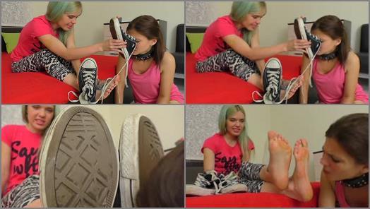 UNDER GIRLS FEET  Skater Girl Stinky Feet Worship preview