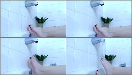 Venus Venerous  bathtub foot tease preview