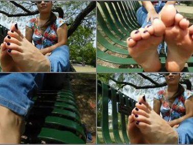 Public feet - Alicia's Sweaty Soles
