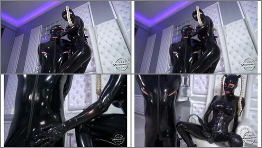 Kinkymistresses -  Kinky Mistresses – The Heavy Rubber Mistress