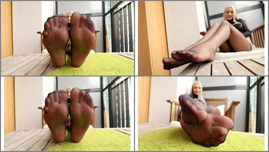 Nylon fetish – Barbara – Who's gonna taste those black sheer nylons?