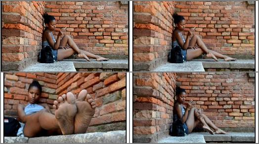 Barefoot Urban Girls  PERLANERA bare legs and dirty soles preview