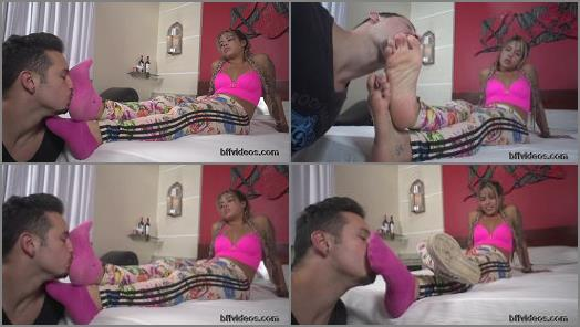 Bffvideos  Lolah Vibe Sweaty Feet Of Sneakers Pt1 preview