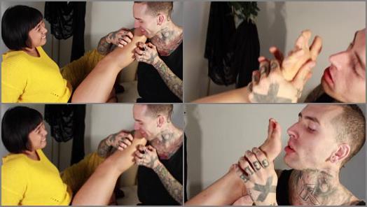 K2s.cc – Mia Little Purple Socked Foot And Leg Lovin