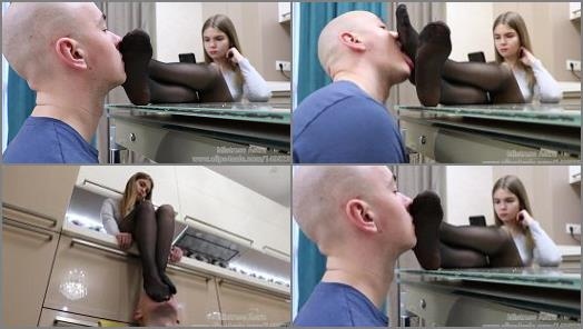 Foot smelling – Mistress Astra – Sweaty Nylons Humiliation