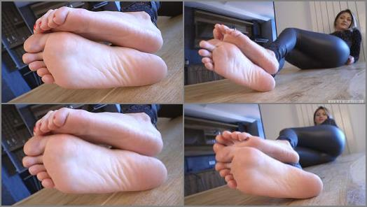 Nikola  Long toes and perfect rough soles preview