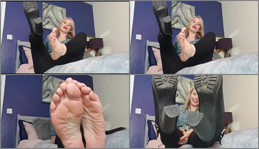 Queengf90  boot removal sweaty smelly feet JOI CEI preview