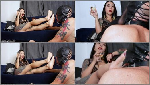 Japanese Mistress Youko starring in video Sweaty Foot Worshipping Slave preview