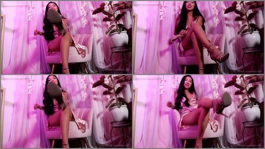 Empress Jennifer starring in video New Cummer preview