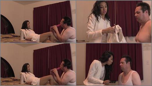 Online – Empress Jennifer starring in video 'Pimp The Blimp'