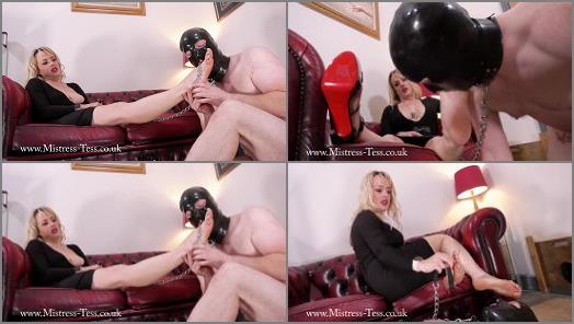 Showing Her feet his appreciation of Mistress Tess UK Clip Store studio preview