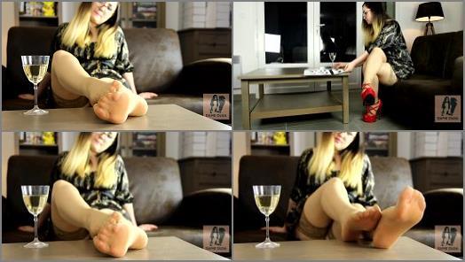 Nylon fetish – Dame Olga – Shoeplay + Showing Nylon Feet And Soles