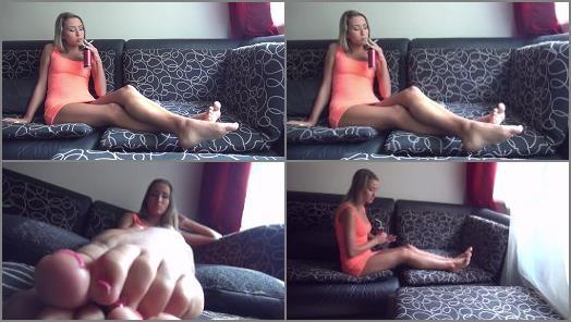 Soles fetish – Foxy Fetish Beauties – ARIEL – Smoking And Sunbathing My Sexy Feet