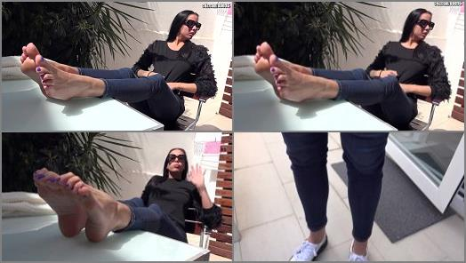 Soles – Goddess Rea – Barcelona Trip – DAY4: SITGES – Morning At The Garden – Worship My Feet And Spend Money For My Next Trip! – Foot Fetish POV