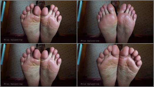 Soles fetish – Miss Valentine – You think of my feet, you pay