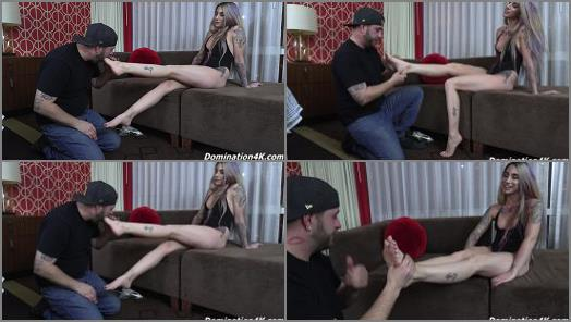Soles licking – Sheena gets her feet licked