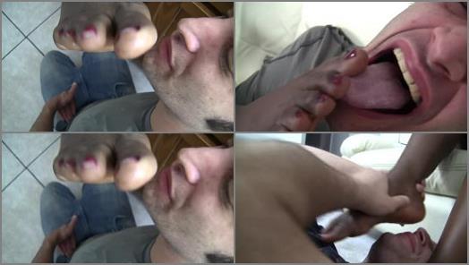 Licking Yolandas Dirty Ebony Feet preview