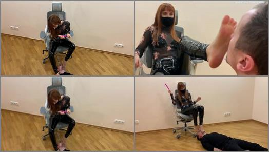 Facestanding – Petite Princess FemDom – The Submissive Guy Kneels In Front of The Goddess Kira and Serves Here Foot – Sucks Toes and Licks Her Feet