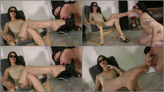 Foot Humiliation – Foot Goddess Leyla – My Devoted Foot Servant