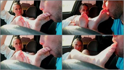 Fetish – Foxy and Zaz – A Horny Taxi Driver Licked my Feet instead of Paying for the Ride